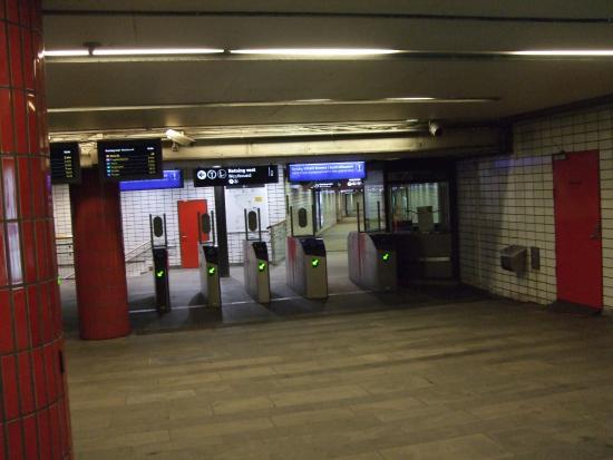 Sporveien T-Banen : 地下鉄の改札口