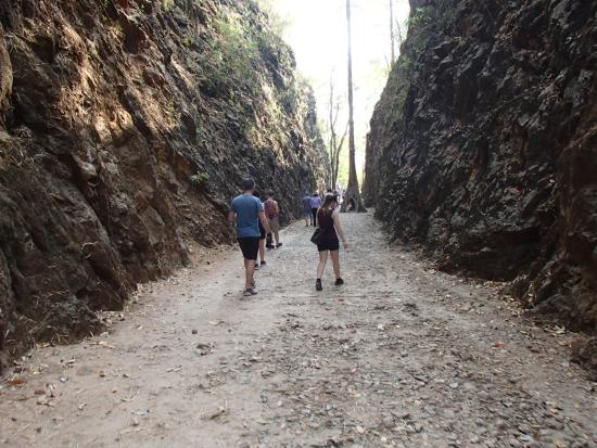 Hellfirepass Walking Trail - Picture of Hellfire Pass Memorial Museum and Wal...