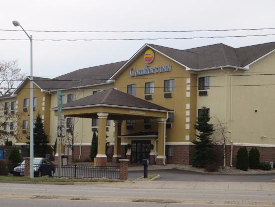 Comfort Inn Kalamazoo: Hotel exterior