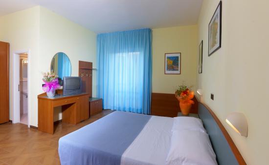 Hotel International : camera da letto