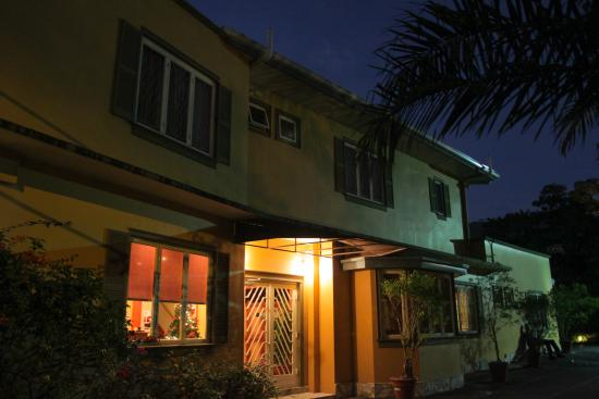 L'Orchidee Boutique Hotel: Night view of Front