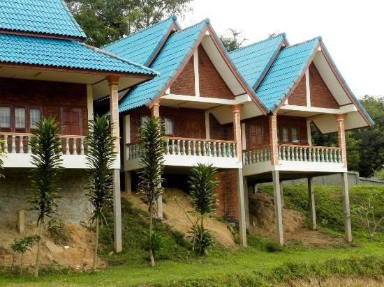 Muang Sing, Laos: Adima Guesthouse - pavillons avec terrases