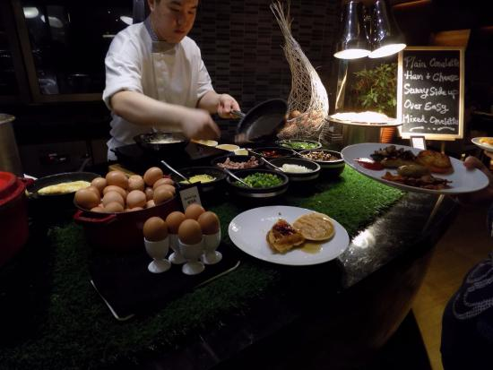 Breakfast buffet picture of hilton singapore singapore for Au jardin singapore sunday brunch