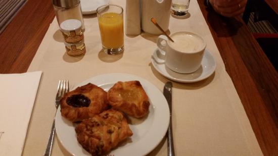 K+K Hotel Opera: Breakfast