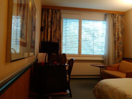 La chambre avec tv grand cran plat picture of the guest 39 s house zur - Discount television ecran plat ...
