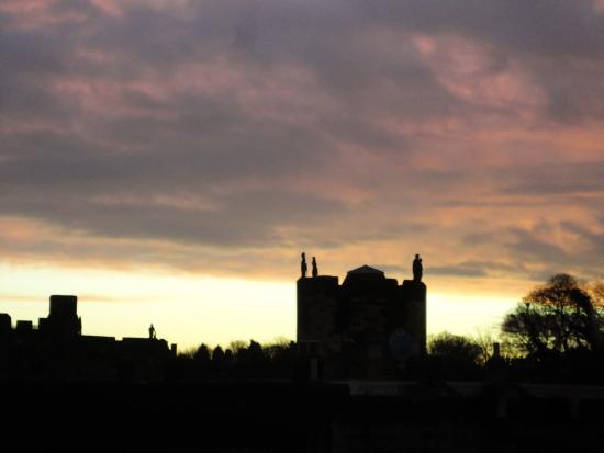 Castleview Bed & Breakfast: A view of Alnwick Castle from Duchess Elizabeth room