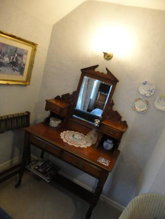Castleview Bed & Breakfast: Period furniture complements the period rooms