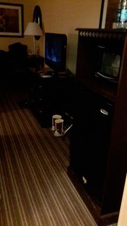 Comfort Inn: Refrig, Microwave, TV, Dresser