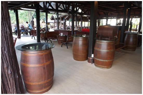 Village Farm & Winery: Dining area