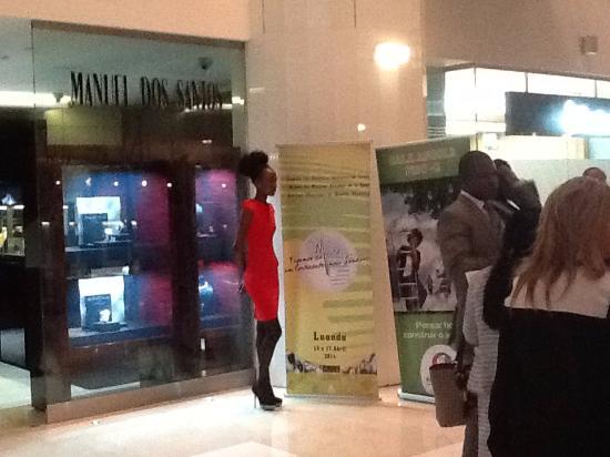 EPIC SANA Luanda Hotel: entrée de l'hôtel