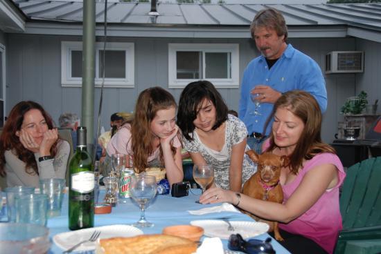 Combes Family Inn: We're family & pet friendly!