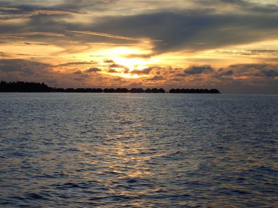 Kuramathi: sun set cruise views