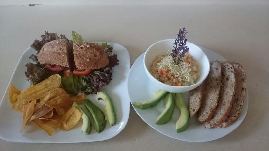 Chocolate Fusion: Sándwich end quinoa salad