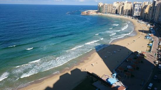 Corniche: Sidi Bishr beach