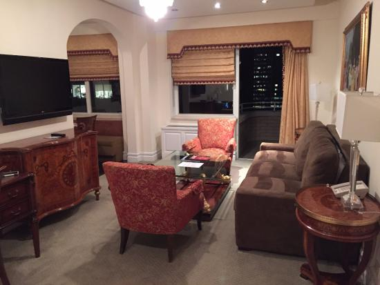 The Kimberly Hotel: Living room next to kitchen, flat screen in every room!