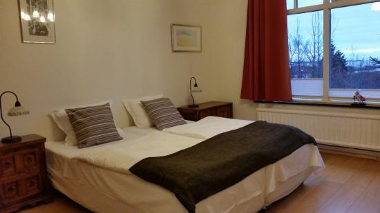 Borgarnes Bed & Breakfast: Double Room with shared bathroom