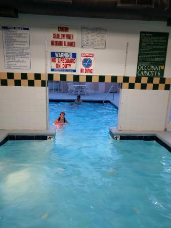 Pineville, NC: Indoor/Outdoor Pool - small, capacity: 6