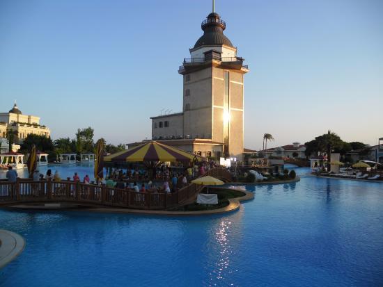 Mardan Palace: Kız Kulesi ve Havuz