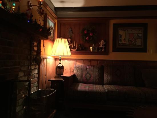 Arapahoe Ski Lodge: Cozy family room