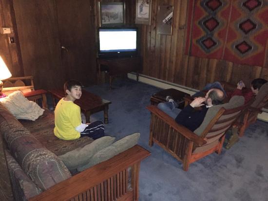 Arapahoe Ski Lodge: TV room