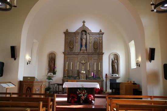 Mission San Rafael Arcangel: Alter inside mission