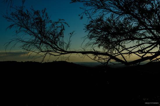 Serra Negra, RN: Acima do Cristo há umas pedras que dá acesso a essa linda paisagem.