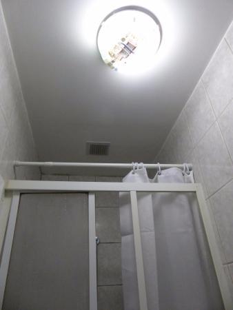 Hotel Windsor: pare douche cassé plus rideau