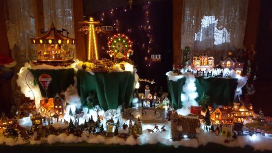 Sugar Hill, Нью-Гэмпшир: Mini Christmas village=)