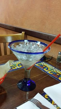 Beaumont, CA: Chips and salsa and a La Castia grande margarita