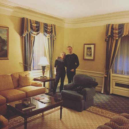 Entrance picture of waldorf astoria new york new york for Waldorf astoria new york presidential suite
