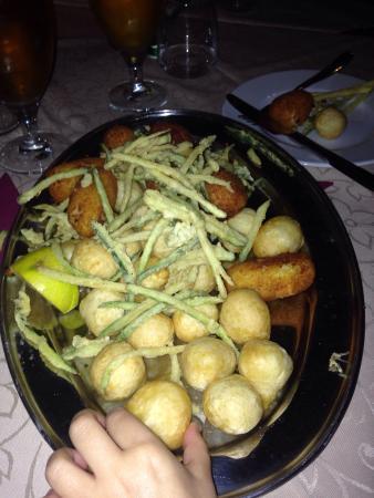 pizza pancetta, mozzarella e fiori di zucca - foto di un posto ... - Fiori Bagnoli Irpino