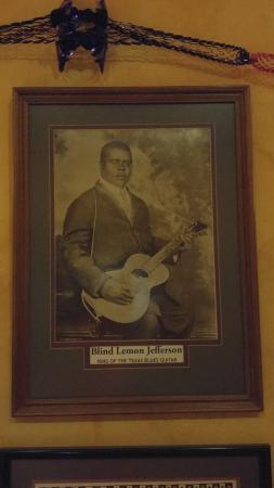 Blind Lemon's Restaurant & Cafe: The namesake of the restaurant