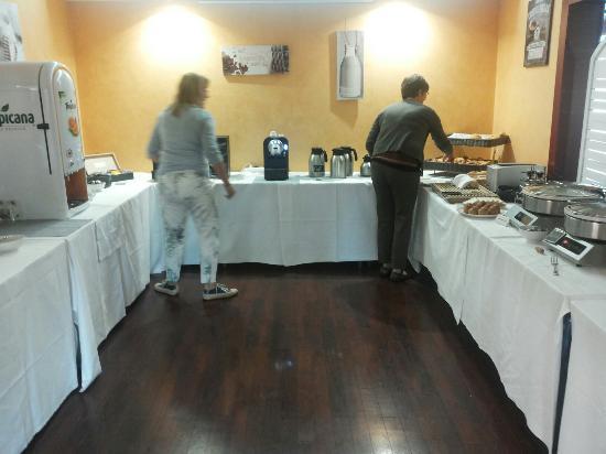 Joue-Les-Tours, Francia: Buffet colazione