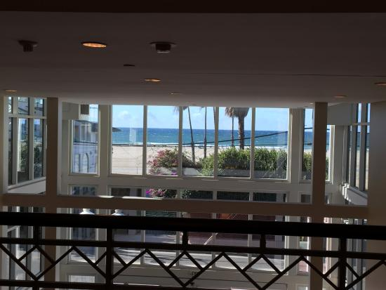 Loews Santa Monica Beach Hotel: View from Corridor 3rd floor