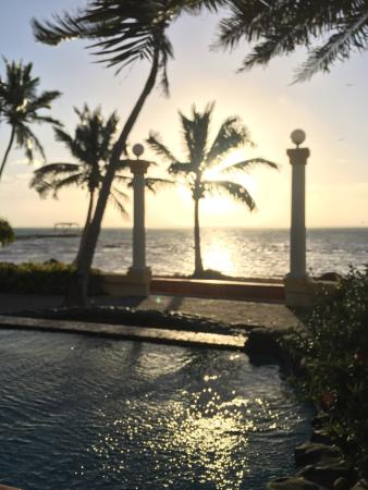 Pelican Reef Villas Resort: Drinking coffee as the sun comes up
