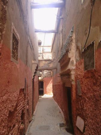Riad Adore: Showing the warren of small lanes to get to our Riad entrance