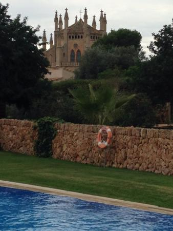 Hilton Sa Torre Mallorca: Chapel view from pool area