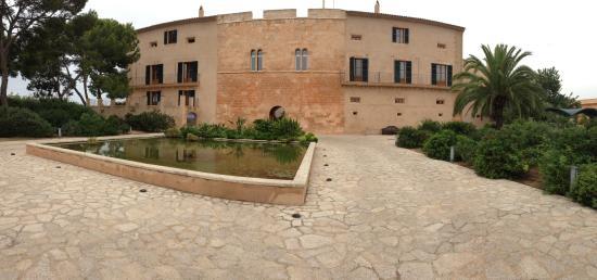 Hilton Sa Torre Mallorca: Front of hotel