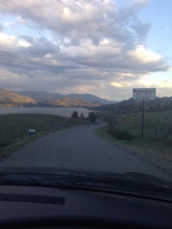 Kaleden, Canada: The road leading down