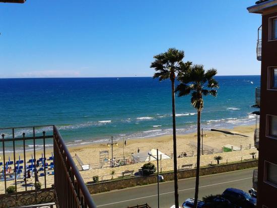 Residence Amici: Panorama dal balcone di un appartamento nel mese di Maggio