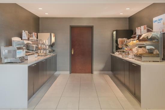 Holiday Inn Express Cooperstown: Breakfast Bar