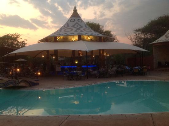 AVANI Victoria Falls Resort: One restaurant
