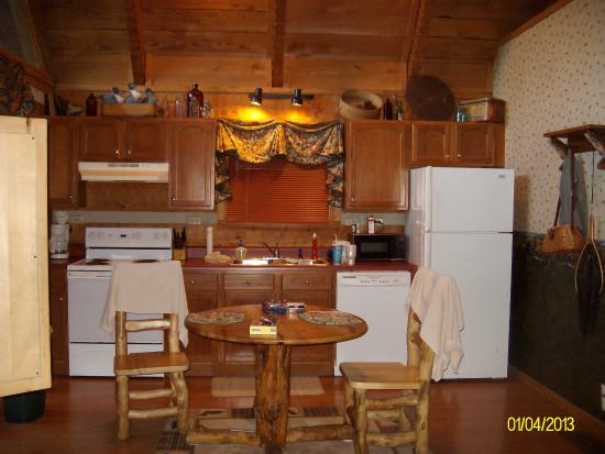 Timberwinds Log Cabins: fully furnished kitchen
