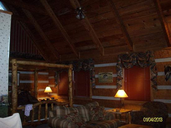 Timberwinds Log Cabins: charming