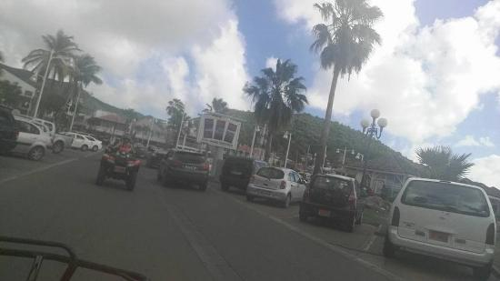 Oyster Pond, St-Martin/St Maarten : Cruisin through town