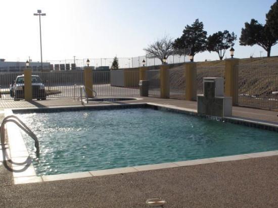 La Quinta Inn & Suites Big Spring: Pool view