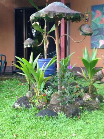 Nuevo Arenal, Costa Rica: The B&B units were a short walk from the restaurant