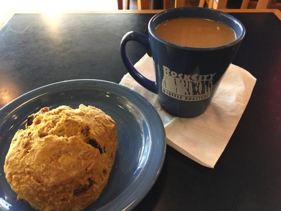 Rock City Cafe: Delicious Scone and a hot cup of coffee on a brisk autumn morn