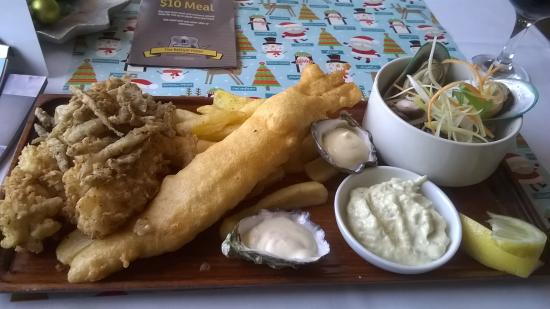 The Bellum Hotel: Seafood platter, great oysters, best whitebait ever