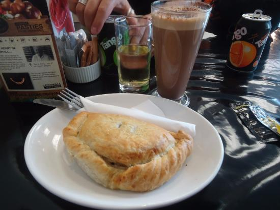 Tin Pot Pasty Co: Delicious pasty with mocha